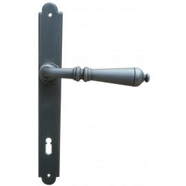 Kovaná klika na dveře model 2931
