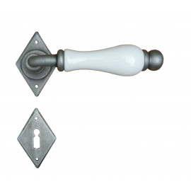 Kovaná klika ke dveřím model 4-10
