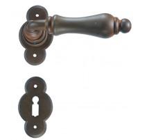 Kovaná klika ke dveřím model 2501
