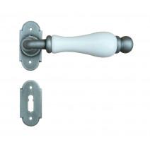 Kovaná klika ke dveřím model 1-08