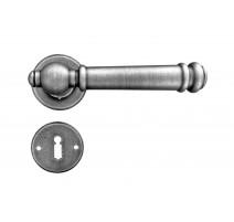 Kovaná klika ke dveřím model 2951