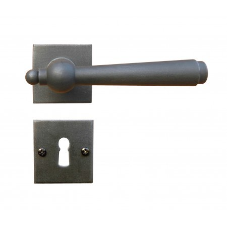 Kovaná rozetová klika 2901/SQA s výstupky a prošroubováním do pouzdra