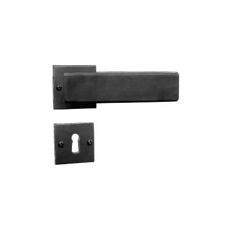 Kovaná rozetová klika 1821/SQA s výstupky a prošroubováním do pouzdra